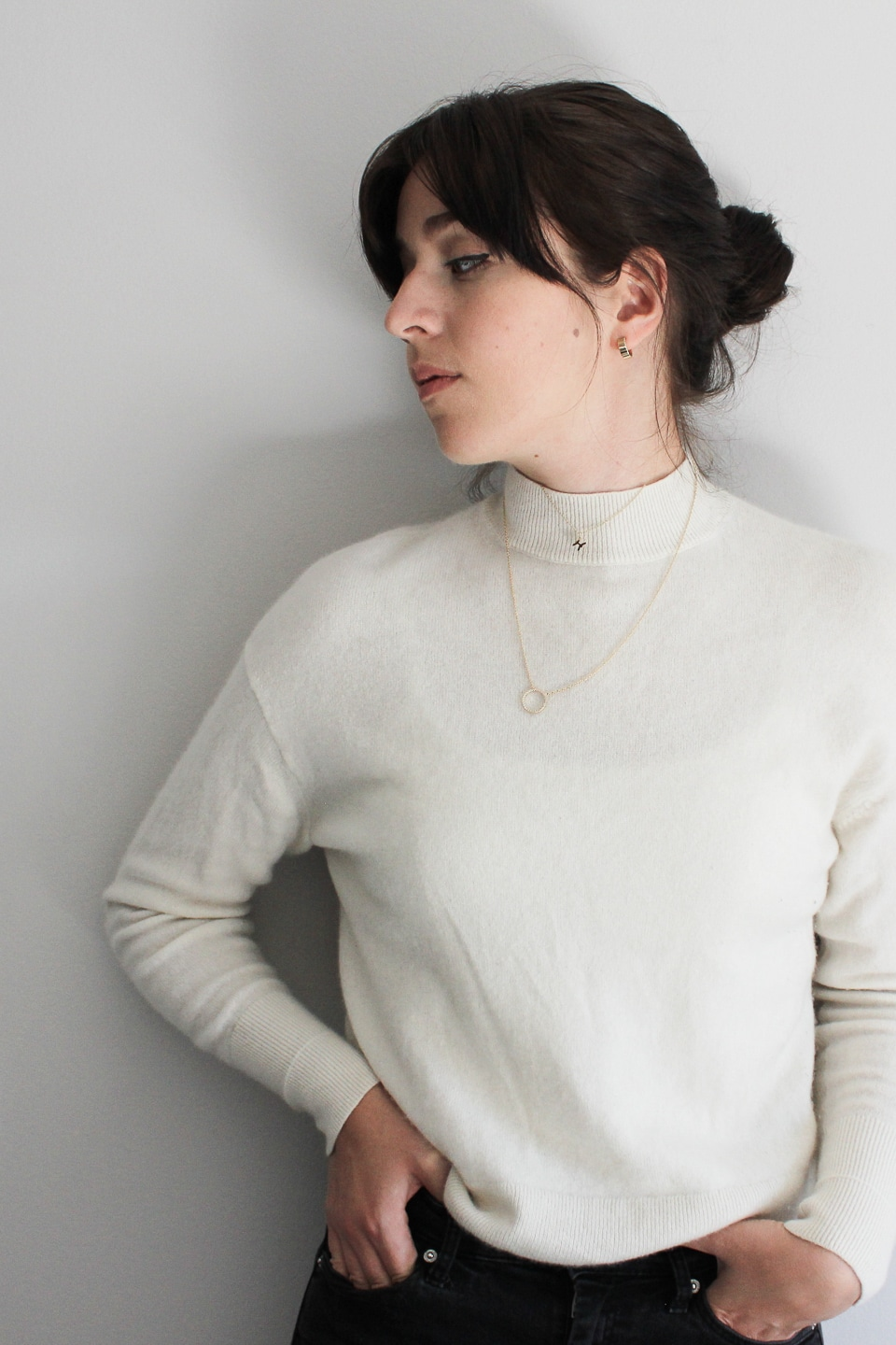 Minimal outfit with gold jewellery
