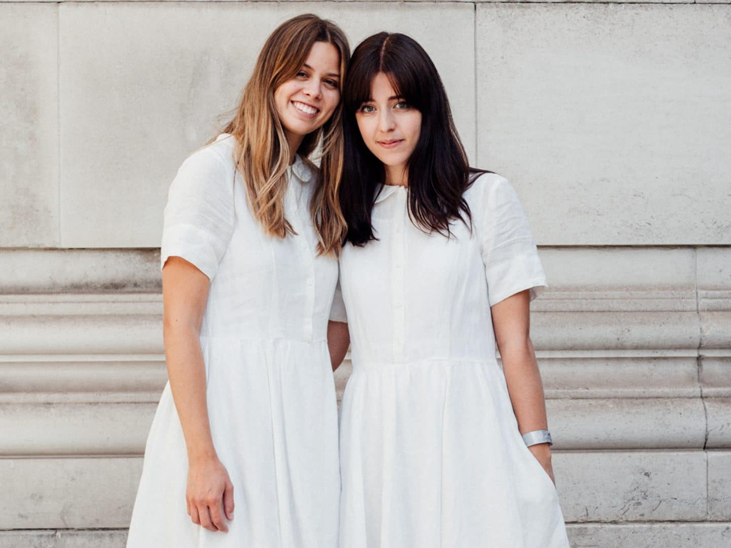 Besma and Jil in white dresses by Son de Flor