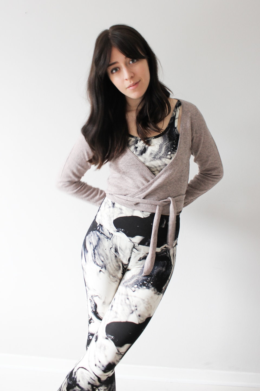 Besma wears bamboo yoga gear and bamboo wrap