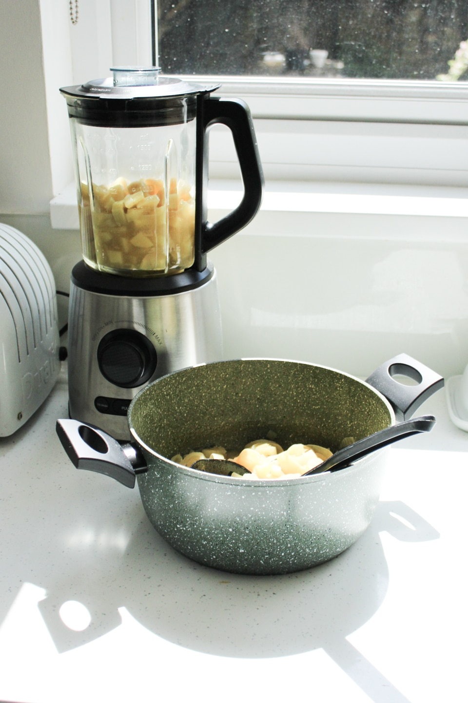 Blending leek and potato soup