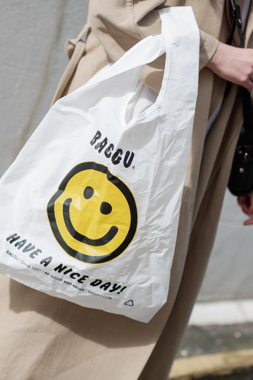 Besma holds Baggu Recycled Plastic Tote Bag